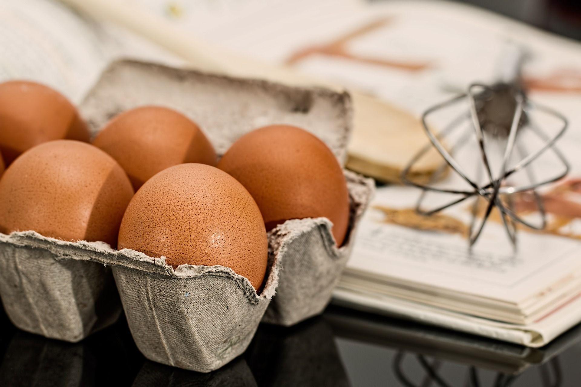 """Zutaten sollte man ökologisch orientiert einkaufen. Bei Bio-Eiern schmeckt der Kuchen vielleicht besser. Bei Eiern """"+ 4 ct"""" werden die männlichen Kücken NICHT geschreddert, sondern parallel mit den Hühnern aufgezogen. Verantwortung, die man selbst wahrnehmen kann !"""